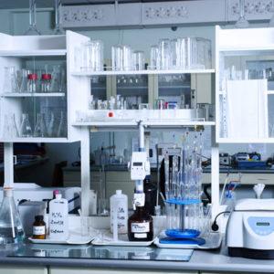 Лабораторные принадлежности и посуда